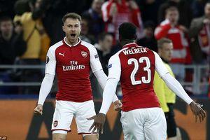 Arsenal, Atletico suýt bị loại, Marseille ngược dòng kinh điển