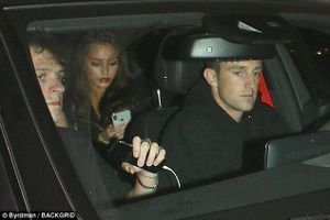 Brooklyn Beckham vẫn thân mật với người mẫu Playboy dù bị chỉ trích