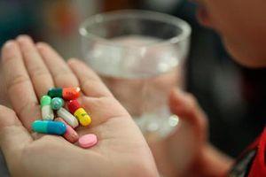 Cẩn trọng với uống thuốc 'combo'