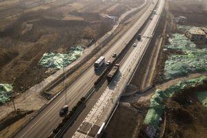 Đường cao tốc siêu thông minh, tự sạc điện cho ôtô tại TQ