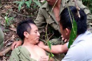 Tình cảnh bi đát của 'người gác rừng' bị cây rừng cây khô đè trúng