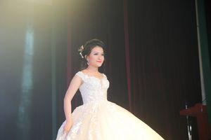 Giải Vàng Liên hoan Nghệ thuật châu Á Nguyễn Vũ Hà Giang đăng quang 'Người đẹp khả ái'