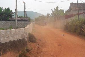Quảng Bình: Hàng trăm hộ dân chung sống với đường bụi mịt mù