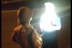 Điều chuyển công tác CSGT 'vung tay', rọi đèn pin vào mặt người đối diện