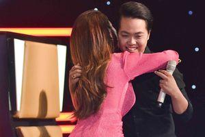 Minh Tuyết khiến 'cậu bé quét đường' bật khóc vì xúc động