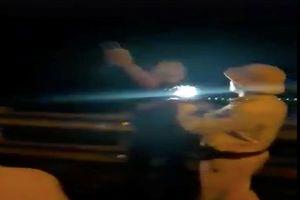 Điều chuyển trung tá CSGT rọi đèn pin vào mặt dân