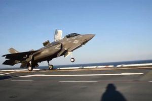 F-35B phô diễn bài bay khó trên Biển Đông