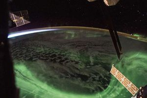 NASA công bố ảnh cực quang đẹp mê ly nhìn từ trạm vũ trụ quốc tế ISS