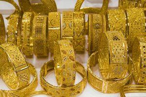 Giá vàng ngày 17/4: Giá vàng trong nước biến động nhẹ ngược với đà tăng mạnh của giá vàng thế giới