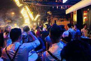 Đà Nẵng: Phạt kịch khung quán bar ồn ào, để phóng viên bị đánh