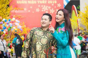 Cindy Thái Tài cùng người yêu chụp ảnh Tết trên phố xuân