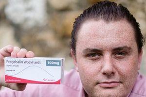 Sử dụng thuốc giảm đau, một người đàn ông bất ngờ biến thành 'gay'