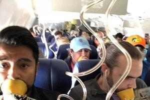 Kinh hoàng máy bay bị nổ động cơ khi đang bay, một nữ hành khách bị hút ra ngoài