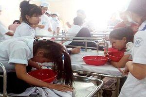 Hòa Bình: Hàng chục học sinh cấp 2 nghi bị ngộ độc thực phẩm sau khi ăn sáng