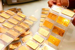 Giá vàng thế giới giảm nhẹ, vàng trong nước ngược chiều đi lên