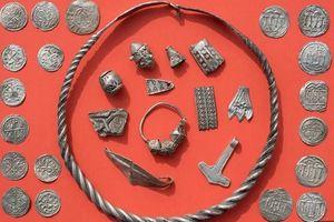 Cậu bé 13 tuổi phát hiện kho báu của vua Bluetooth thế kỷ 10