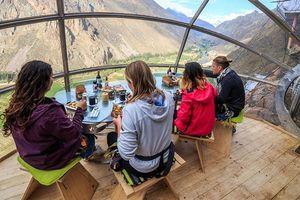 Khách sạn lơ lửng giữa thung lũng khiến nhiều du khách 'thót tim'