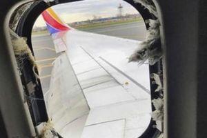 Giây phút kinh hoàng hành khách bị hút ra cửa sổ máy bay Mỹ