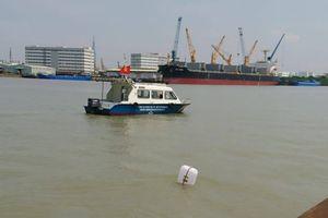 Sà lan đâm nhau chìm xuống sông Sài Gòn, 3 người thoát chết