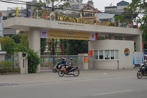 Trích xuất camera vụ cháu bé rơi từ tầng 4 trường tiểu học xuống đất ở Hà Nội