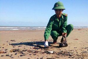 Bến Tre: Phát hiện vết dầu loang kéo dài 9 km đường bờ biển