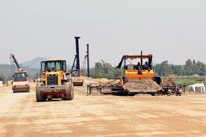 'Chạy nước rút' thông tuyến cao tốc Tam Kỳ - Quảng Ngãi