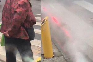 Máy phun sương, tự động xịt ướt quần người đi bộ sai luật