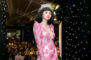 Jolie Nguyễn tỏa sáng tại Tuần lễ thời trang Việt Nam 2018