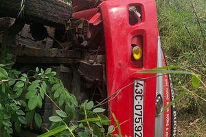 Xe tải lao xuống vực đèo, tài xế tử vong tại chỗ