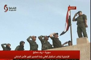 Cờ Syria tung bay ở Dumayr lần đầu tiên trong nhiều năm