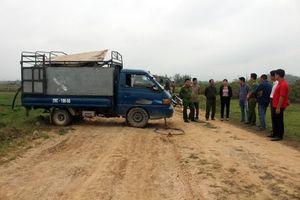 Bắt giữ hai đối tượng xả 2 nghìn lít chất thải lỏng hôi thối ra ruộng lúa