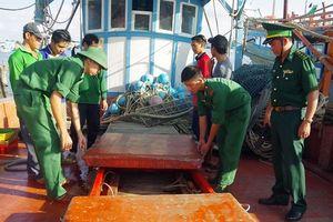 Bắt quả tang 3 tàu mua bán dầu lậu trên biển Cà Mau