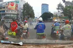 Cướp kéo lê nạn nhân trên đường phố Sài Gòn