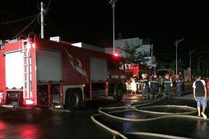 Cháy xưởng gỗ ở quận 12, khu nhà xưởng ra tro