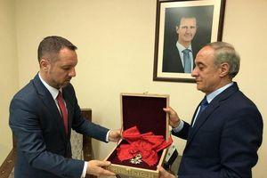 Ông Assad trả huân chương Bắc đẩu Bội tinh cho Pháp