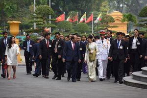 Hình ảnh ngày đầu thăm chính thức Việt Nam của bà Aung San Suu Kyi