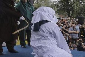 Lần cuối cùng gái mại dâm bị đánh công khai ở Indonesia
