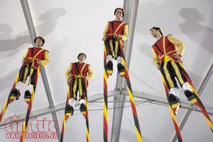 Đoàn cà kheo Bỉ lần đầu tiên biểu diễn tại Hà Nội