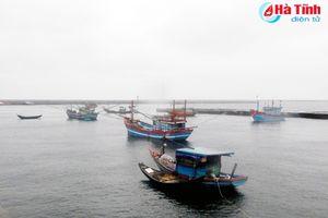 Tái diễn đánh bắt hải sản ở Vũng Áng: DN, chủ tàu lo mất an toàn!