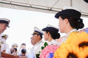 Tàu Hải quân Hoàng Gia Australia thăm TP Hồ Chí Minh