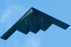 Dân mạng Mỹ nhốn nháo khi 10 oanh tạc cơ B-2 bất ngờ xuất hiện