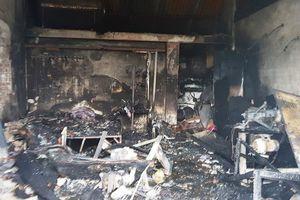 Lửa cháy dữ dội thiêu rụi căn nhà bị khóa trái ở Nam Định, 3 mẹ con chết thảm