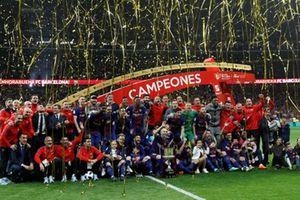 'Gã khổng lồ' Barcelona vô địch Cúp Nhà vua Tây Ban Nha
