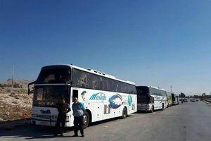 Hàng trăm tay súng thánh chiến đầu hàng quân đội Syria di tản khỏi ngoại vi Damascus