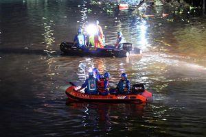 Trung Quốc: Lật thuyền rồng lễ hội, ít nhất 17 người chết