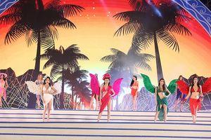 Dàn mẫu bikini làm 'nóng' Lễ hội du lịch biển Sầm Sơn 2018