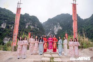 Nữ sinh xinh đẹp Học viện Ngoại giao 'đọ sắc giữa thiên nhiên'