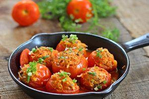 Cà chua nhồi thịt sốt chua ngọt - ăn với cơm hay bánh mỳ đều ngon lắm nhé
