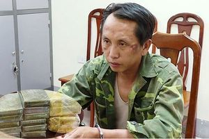 Thầy giáo bị bắt giữ vì vận chuyển 15 bánh heroin, 2 kg ma túy đá