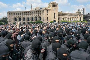 Biểu tình quy mô lớn làm 'tê liệt' Erevan, Thủ tướng phải từ chức